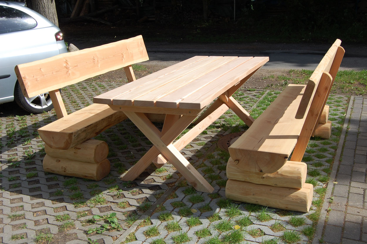 Gartenmöbel aus holzstämmen  Rustikaler Gartentisch aus Holz (Massivholzvariante)